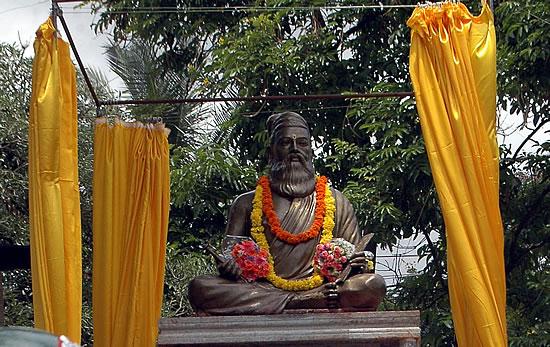 Thiruvalluvar Statue at Bengalooru